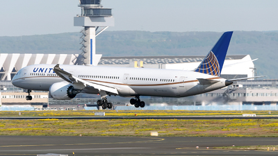 A picture of N14001 - Boeing 78710 Dreamliner - United Airlines - © Sebastian Thiel