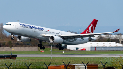 A picture of TCLOC - Airbus A330343 - Turkish Airlines - © Flying no nozomi