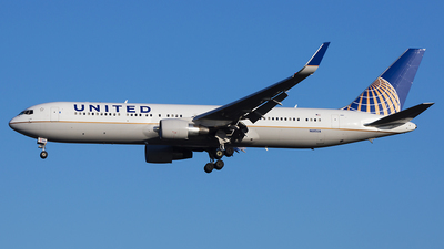 A picture of N685UA - Boeing 7673CB(ER) - United Airlines - © Karsten S.