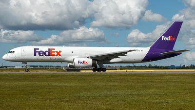A picture of N972FD - Boeing 75728A(SF) - FedEx - © Douwe C. van der Zee