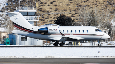 A picture of N228QS - Bombardier Challenger 650 - NetJets - © Nathaniel Schott
