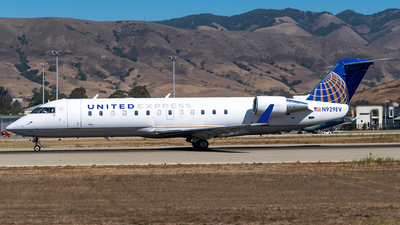 A picture of N929EV - Bombardier CRJ200ER - United Airlines - © Ricky Teteris
