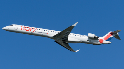 A picture of FHMLG - Mitsubishi CRJ1000EL - Air France - © Olivier Landes