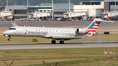 A picture of N519AE - Mitsubishi CRJ701ER - American Airlines - © Yixin Chen