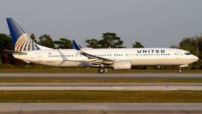 A picture of N27477 - Boeing 737924(ER) - United Airlines - © Eric Page Lu