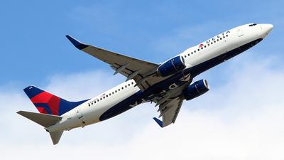 N390DA - Boeing 737-832 - Delta Air Lines