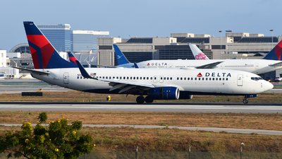A picture of N392DA - Boeing 737832 - Delta Air Lines - © Rocky Wang