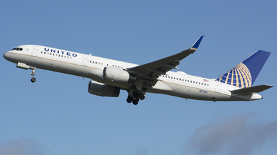 N17122 - Boeing 757-224 - United Airlines