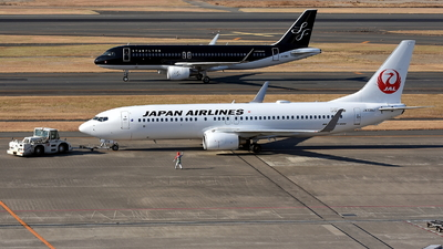 JA338J - Boeing 737-846 - Japan Airlines (JAL)