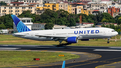 A picture of N771UA - Boeing 777222 - United Airlines - © AndySpotter