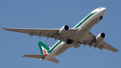 A picture of EIEJH - Airbus A330202 - Alitalia - © Piotr Persona