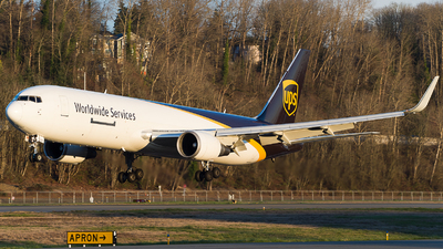 A picture of N320UP - Boeing 76734AF(ER) - UPS - © SpotterPowwwiii