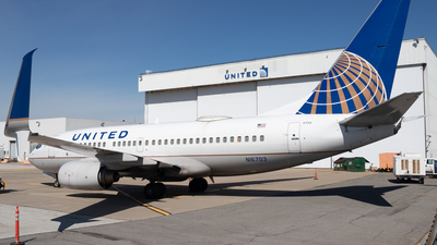 A picture of N16703 - Boeing 737724 - United Airlines - © Davin Amy
