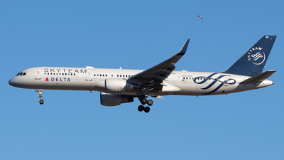 A picture of N705TW - Boeing 757231 - Delta Air Lines - © Ross Sugrue