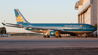 D-ANJB - Airbus A330-223 - Vietnam Airlines