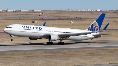 A picture of N647UA - Boeing 767322(ER) - United Airlines - © Yixin Chen