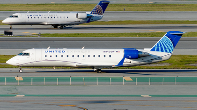 A picture of N945SW - Mitsubishi CRJ200LR - United Airlines - © global_flyer1