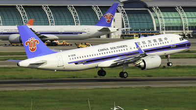 B-323E - Airbus A320-251N - China Southern Airlines