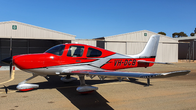 A picture of VHDCB - Cirrus SR22 - [4651] - © AndrewEsno