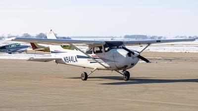 A picture of N944LA - Cessna 172R Skyhawk - [17280659] - © Martin Pinnau