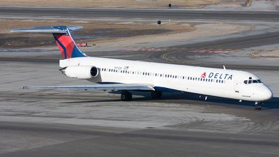 N913DE - McDonnell Douglas MD-88 - Delta Air Lines