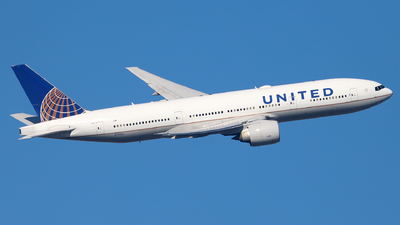 N78002 - Boeing 777-224(ER) - United Airlines
