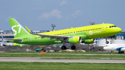 A picture of VPBOJ - Airbus A320214 - S7 Airlines - © Sergey Popkov