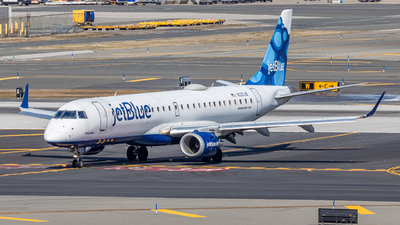 A picture of N323JB - Embraer E190AR - JetBlue Airways - © Aron Teppert