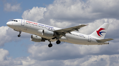 A picture of B6758 - Airbus A320214 - China Eastern Airlines - © Jasonxlin