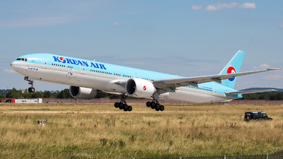 HL8011 - Boeing 777-3B5ER - Korean Air