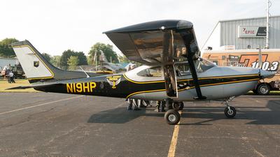 A picture of N19HP - Cessna 182T Skylane - [18281266] - © Felipe Garcia
