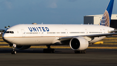 A picture of N2136U - Boeing 777322(ER) - United Airlines - © Alex Crail