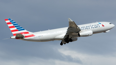 N282AY - Airbus A330-243 - American Airlines