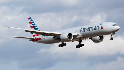 N736AT - Boeing 777-323ER - American Airlines