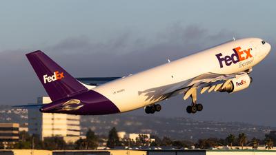A picture of N659FE - Airbus A300F4605R - FedEx - © Alex Crail