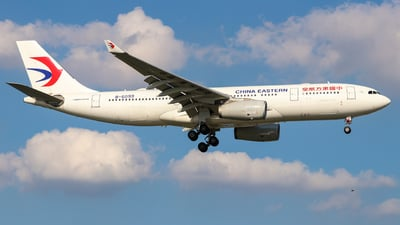 A picture of B6099 - Airbus A330243 - China Eastern Airlines - © Xia Yiwei