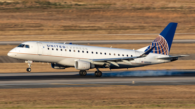 A picture of N88359 - Embraer E175LR - United Airlines - © HAOFENG YU