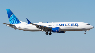 A picture of N37521 - Boeing 737 MAX 9 - United Airlines - © bill wang