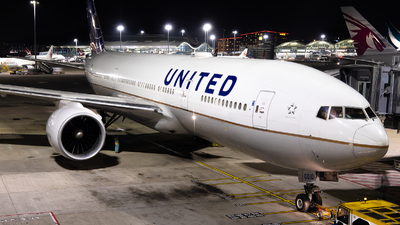 N76010 - Boeing 777-224(ER) - United Airlines