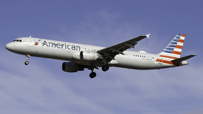 A picture of N167US - Airbus A321211 - American Airlines - © Sebastian C