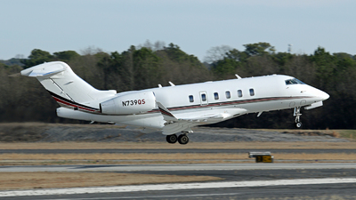A picture of N739QS - Bombardier Challenger 350 - NetJets - © Kevin Porter