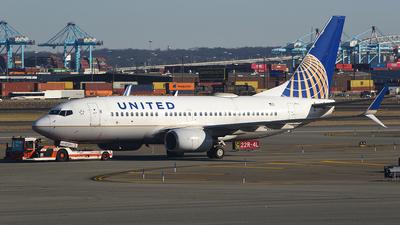 N27722 - Boeing 737-724 - United Airlines