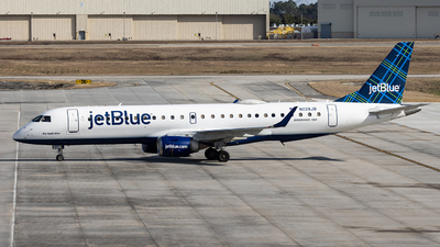 A picture of N228JB - Embraer E190AR - JetBlue Airways - © JinZi