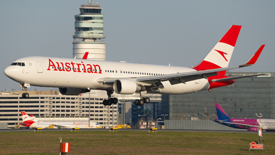 A picture of OELAY - Boeing 7673Z9(ER) - Austrian Airlines - © Samuel Roessler