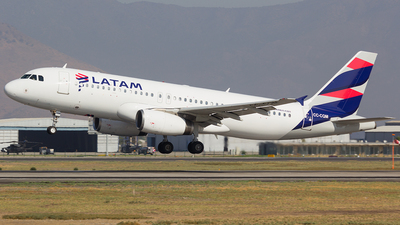 A picture of CCCQM - Airbus A320233 - LATAM Airlines - © Vicente Quezada Duran