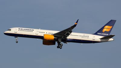 A picture of TFFIJ - Boeing 757208 - Icelandair - © Davide Daverio