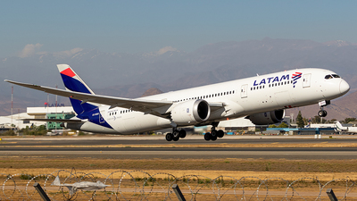 A picture of CCBGD - Boeing 7879 Dreamliner - LATAM Airlines - © Carlos P. Valle C.