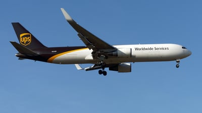 A picture of N325UP - Boeing 76734AF(ER) - UPS - © Mitsuhiro Yamamoto