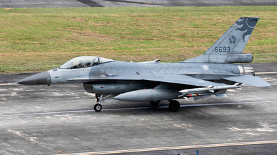 6693 - General Dynamics F-16A Fighting Falcon - Taiwan - Air Force