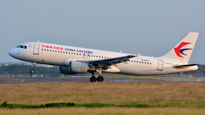 A picture of B6803 - Airbus A320214 - China Eastern Airlines - © Cheng Yung-Han